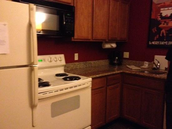Residence Inn Los Angeles LAX/El Segundo : oops, kitchen had an oven, didn't use it