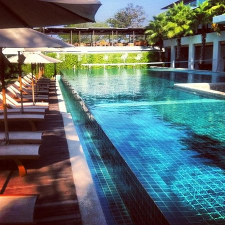 Wyndham Sea Pearl Resort Phuket : One of many swimming pools