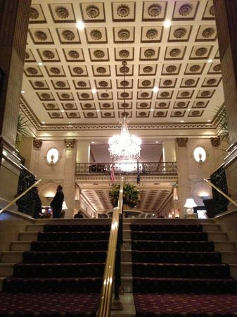 The Roosevelt Hotel: Walking into the lobby - amazing...