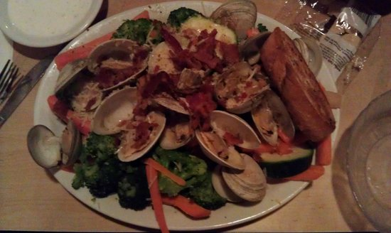 Sam & Omie's Restaurant: Best clams in town!