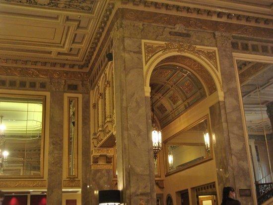 Kimpton Sir Francis Drake Hotel: Sir Francis lobby - great building