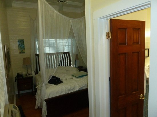 Avalon Bed and Breakfast: Vista da entrada do quarto