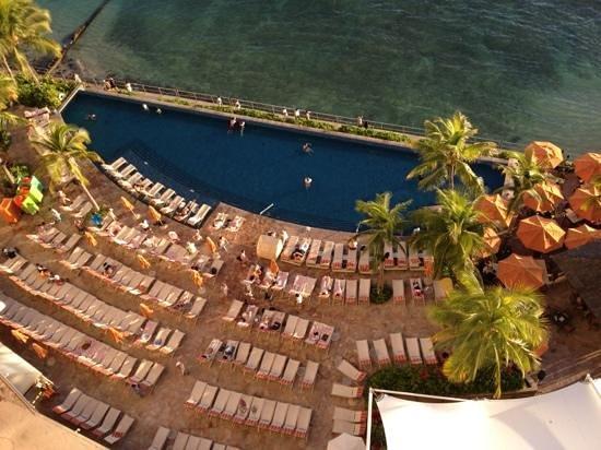 Sheraton Waikiki : oceanview overlooking infinity pool