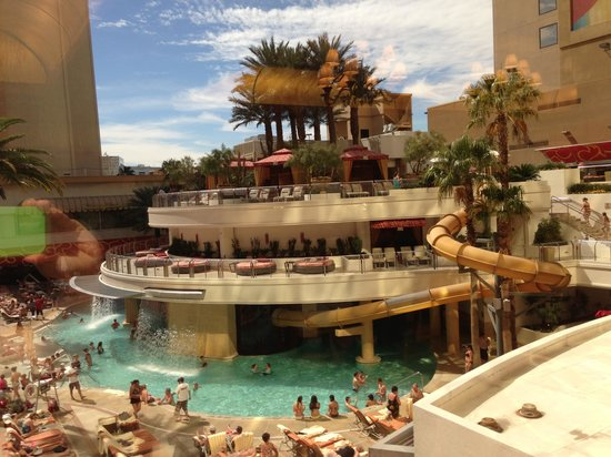 Sunbathers Around The Pool Picture Of Golden Nugget Hotel Las Vegas Tripadvisor