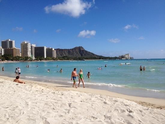 Sheraton Waikiki: Waikiki beach next to Sheraton Princess