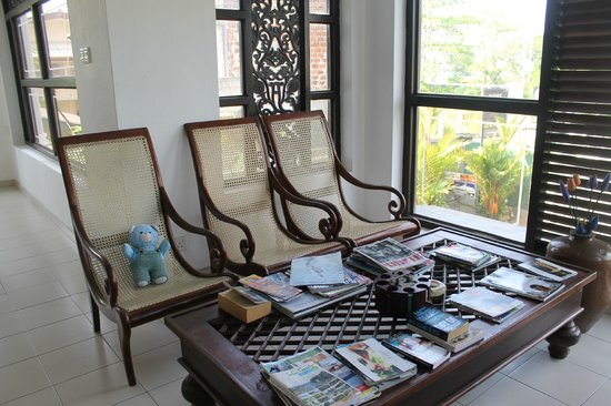 Ridee Villa: reading area on first floor