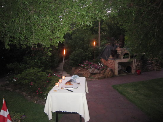 Cottonwoods Accommodation: Alfresco Dining Area