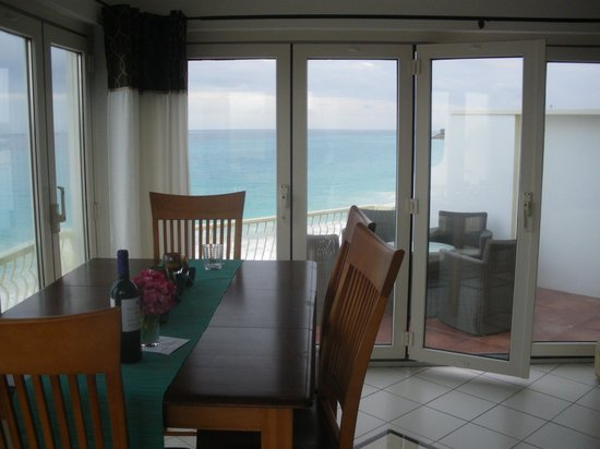 Turtle's Nest Beach Resort: Dining Area Looking on to Terrace