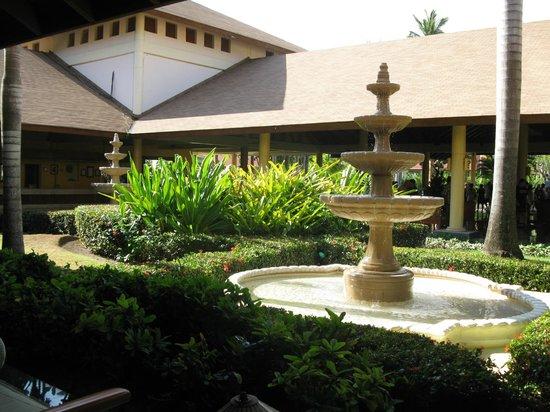 Grand Palladium Palace Resort Spa & Casino: Hall d'entrée