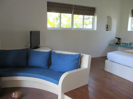 Navutu Dreams Resort & Wellness Retreat: One of the two lounges