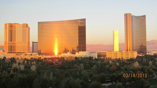 Renaissance Las Vegas Hotel: Unbelievable morning shot out our window