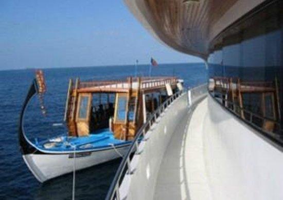 Dive The World Maldives: The diving dhoni on Sachika