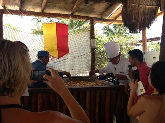 Excellence Playa Mujeres: paella and sangria class on the beach