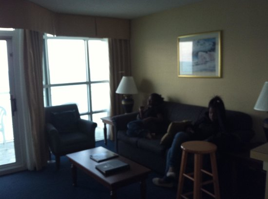 Carolinian Beach Resort: Living room