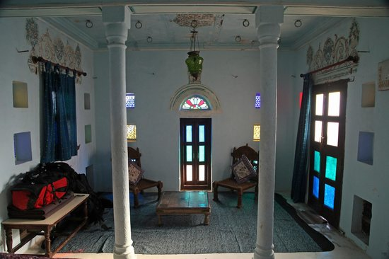 Narayan Niwas Castle: Sitting Area of the tower room.
