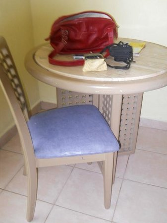 Crown Paradise Club Puerto Vallarta: mobiliario pésimo