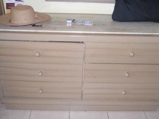 Crown Paradise Club Puerto Vallarta: pésimo mobiliario