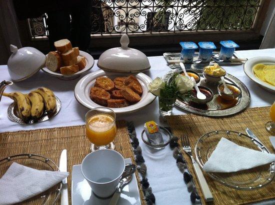 Dar Seven: Breakfast