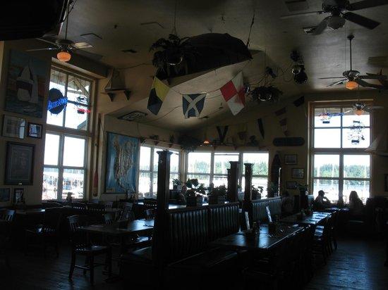 Tugboat Annie's: Inside