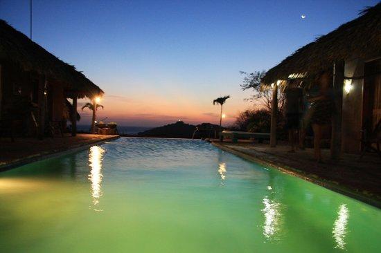 Casa De Olas: Pool at Dusk