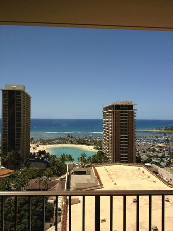 Hilton Grand Vacations at Hilton Hawaiian Village: Kalia TowerからHVCを眺める