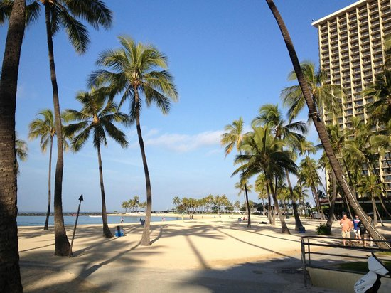 Hilton Grand Vacations at Hilton Hawaiian Village: Wikikiより静かな浜