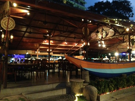 Curry Leaf : outdoor dining area