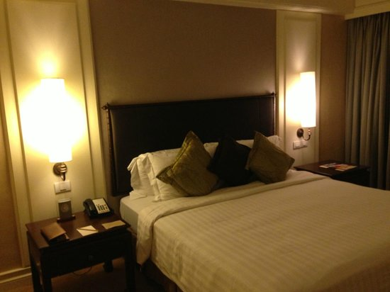 Dusit Thani Bangkok: bed