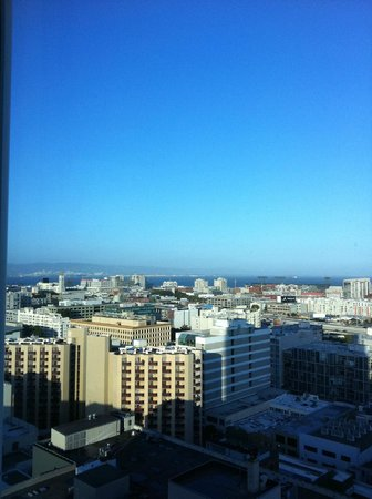 InterContinental San Francisco: Look at city and the sea from our room
