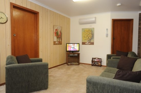 Sandpiper Holiday Apartments : relax and unwind with your favourite dvd or tv show