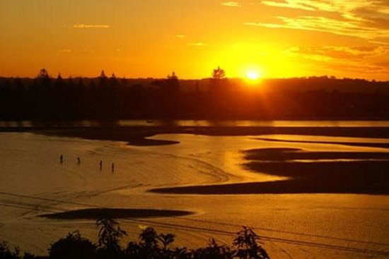 Ballina Leisure Lee Holiday Apartments: River sunsets