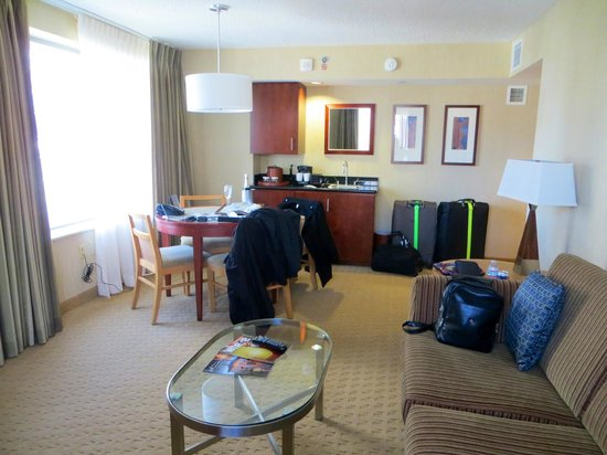 Embassy Suites by Hilton Washington-Convention Center: Dining Suite # 831