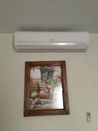 Hotel Ariosto: Aire acondicionado y cuadro