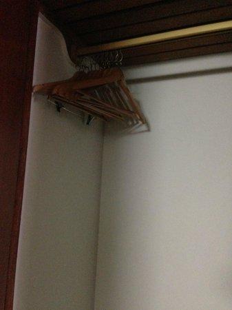 Hotel Ariosto: Ganchos de Ropa