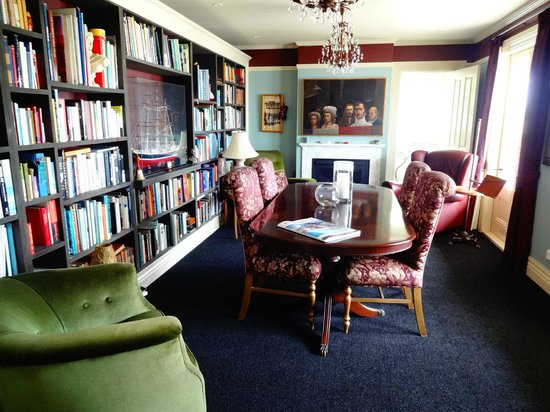 Sunderland House: The lounge/reading room