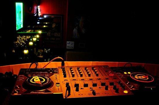 Bahi Kitchen Lounge Bar: DJ Console