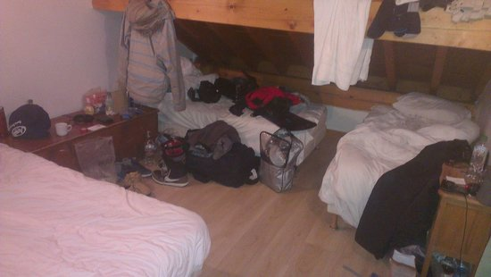 Chalet Cote D'Arlin: how do you fit 3 men in a small room? ask inghams!!