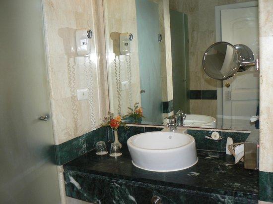 Grand Bahia Principe El Portillo: salle de bains