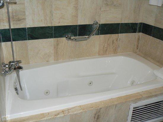 Grand Bahia Principe El Portillo: baignoire