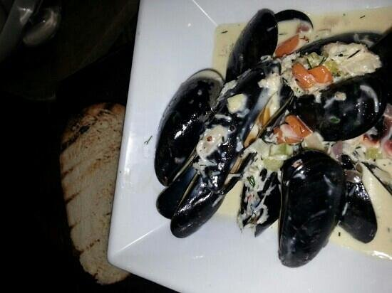 The Halfway Inn: mussels and crab