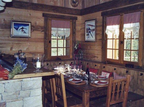 Chalet Alpine Refuge: Dining Area