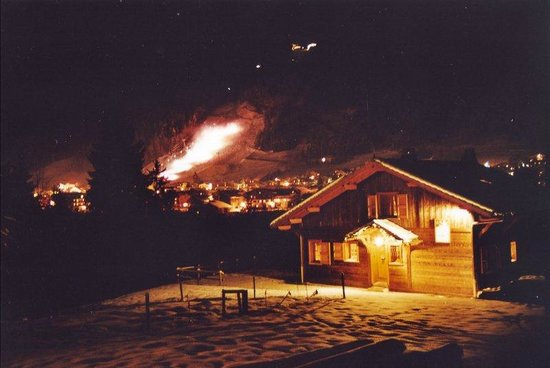 Chalet Alpine Refuge: View at night to Piste