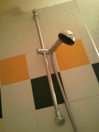 Qualys Hotel Paris Mouffetard Apolonia : Salle de bains