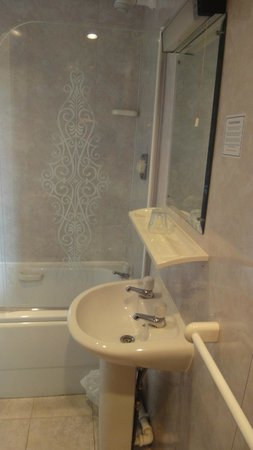 Osborne Hotel: room 6 (single), bathroom; the British 2 taps...