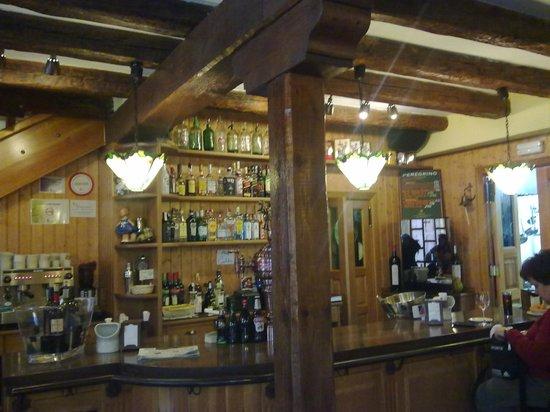 Bar- Restaurante La Panaderia : Vista interior de la barra