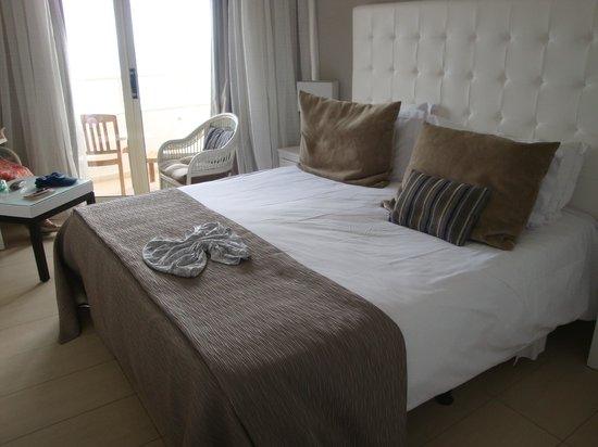 Atlantica Bay Hotel: looking across king size bed to balcony