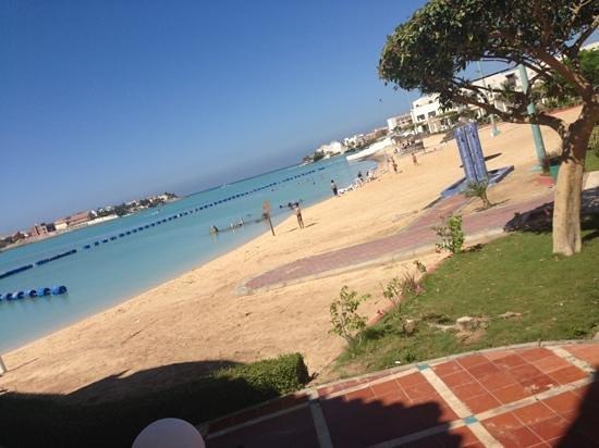 Durrah Beach Resort: the beach