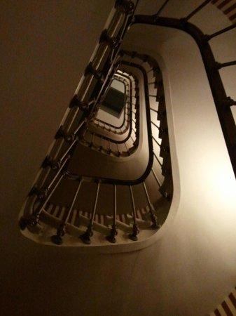 Hotel des Grands Hommes: Cage d'escalier