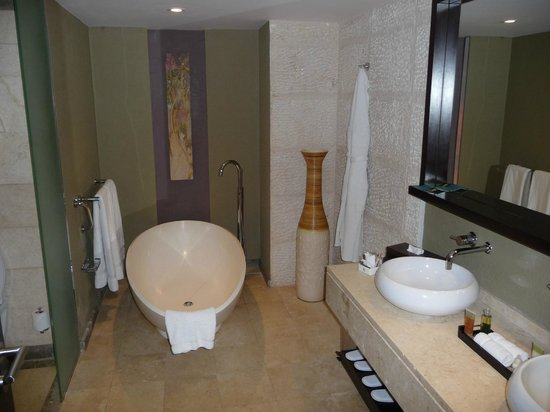 InterContinental Mauritius Resort Balaclava Fort: Bathroom