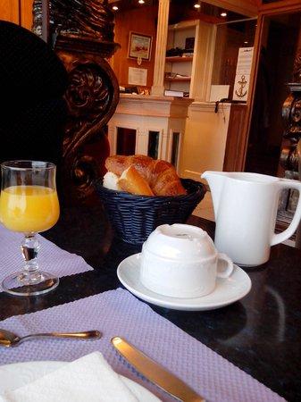 """Hotel de la Marine: Le """"copieux"""" petit déjeuner ou l'art de se foutre du monde"""
